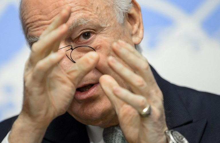 UN Syria envoy Staffan De Mistura gestures at the United Nations Offices on January 25, 2016 in Geneva during a press conference on efforts to restart peace talks.  The negotiations had been scheduled to open on January 25, but disputes between Damascus and the opposition over the make up of the delegations have raised the prospect of a delay. / AFP / FABRICE COFFRINI